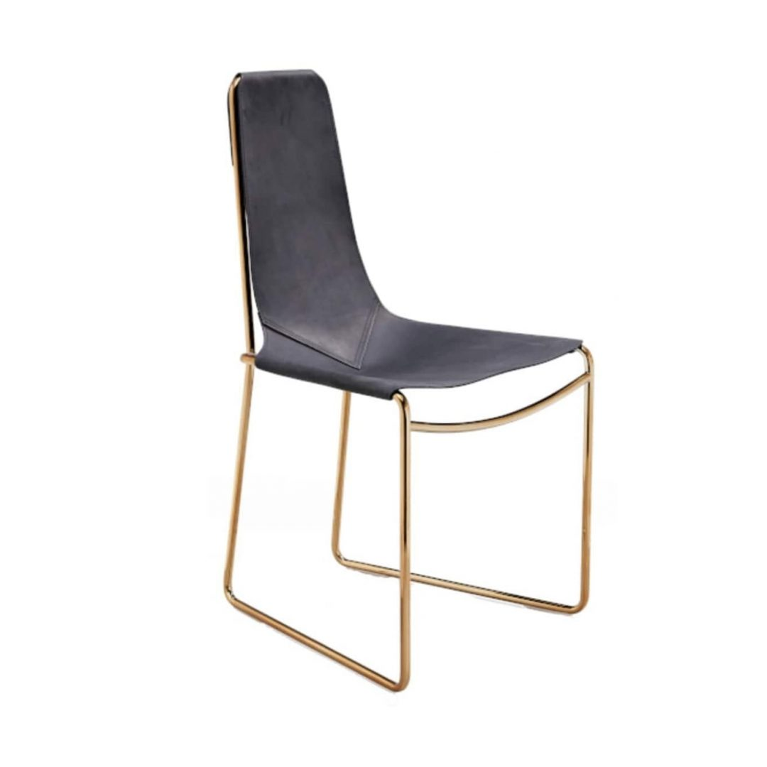 silla negra de cuero con base varilla