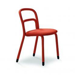 silla tapizada en tela roja