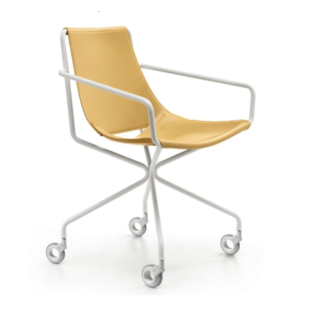 sillón cuero y estructura blanca con ruedas