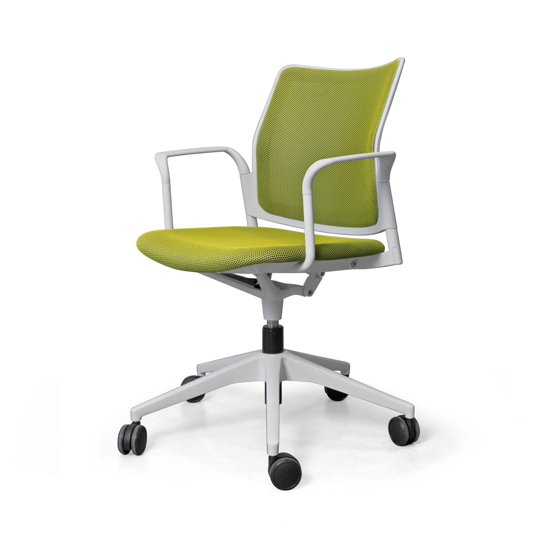 silla de oficina verde con brazos