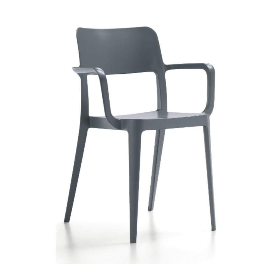 sillón con brazos de madera en color gris