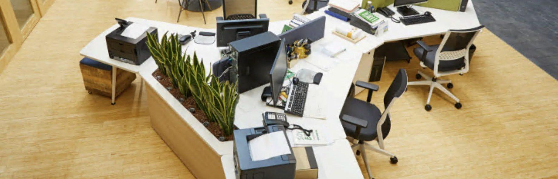oficina con sillas de despacho