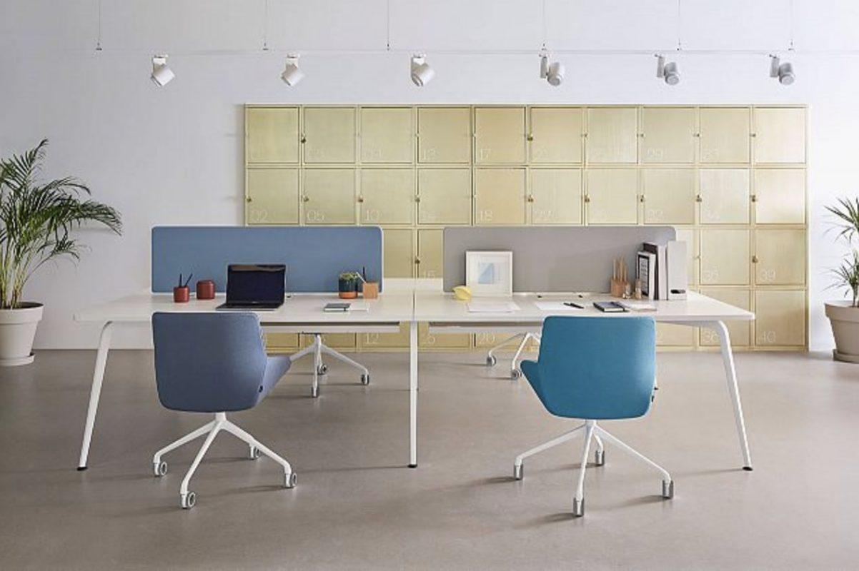 silla noom para oficina y mesa blanca